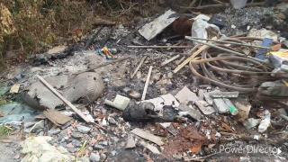 這些垃圾怎麼回事?台東濱海岸際被偷倒廢棄物...