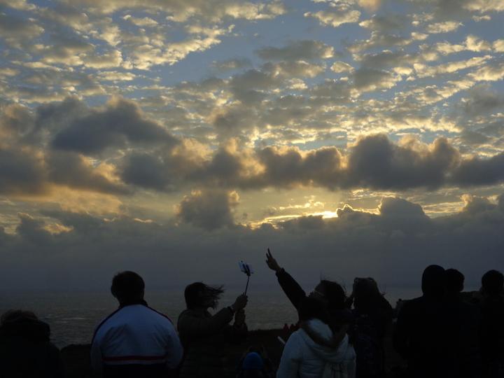 墾丁龍磐草原迎曙光,吸引2萬遊客前往。記者潘欣中/攝影