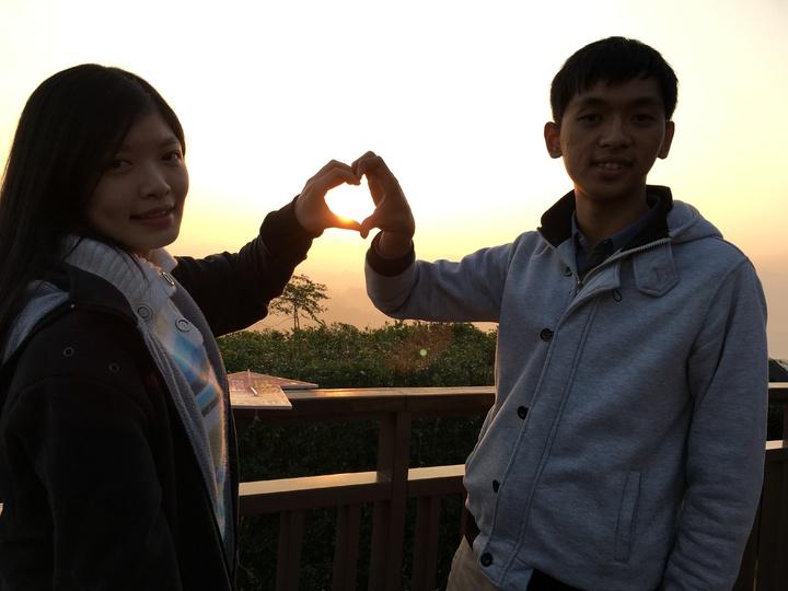 大學情侶檔從高雄趕來台南二寮迎接第一道曙光。記者吳淑玲/攝影