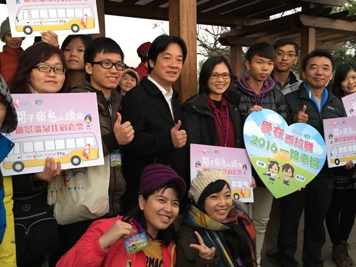 台南市長賴清德與民眾一起迎接2016年第一道曙光。記者吳淑玲/攝影
