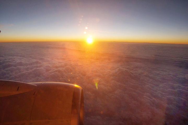 2016年6:18在3萬1千呎高空看曙光。記者侯俐安/攝影