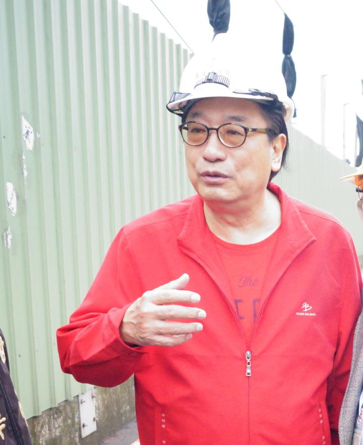 國民黨立委候選人李慶華針對近日「賄選謠言」,決定明早10點半至士林地檢署按鈴控告對手黃國昌。記者王柔婷/攝影