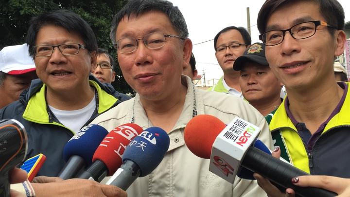 台北市長柯文哲剛完成北高一日長征,下午就又到屏東助選,他說等一下搭高鐵回去。記者翁禎霞/攝影