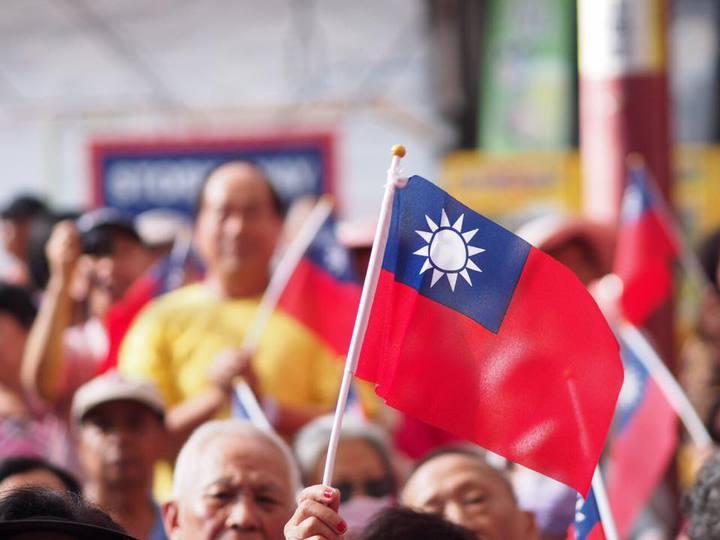 國民黨官方臉書今天下午貼出國旗照,表態「支持國旗,支持周子瑜」。照片翻攝中國國民黨 KMT臉書