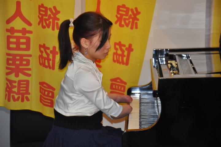 「折翼天使」郭韋齊彈奏鋼琴。記者張裕珍/攝影