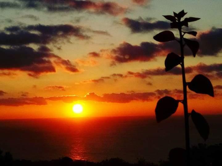 墾丁關山夕照被CNN評為世界級賞落日景點之一,2月1日起到觀景平台將收費。記者潘欣中/攝影