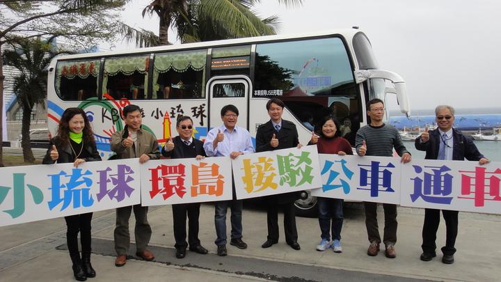 高雄客運小琉球環島公車今天舉辦剪綵通車典禮。記者蔣繼平/攝影