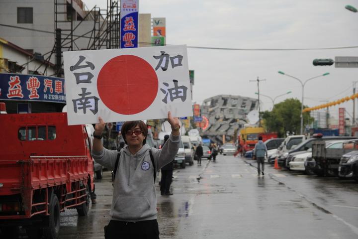 中島健一下午抵達台南,為災民加油。記者鄭宏斌/攝影