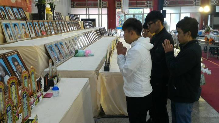 蔡孟家不幸罹難,他的高中同窗到台南市立殯儀館祭拜。記者黃宣翰/攝影