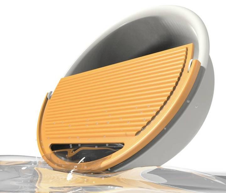 改良傳統洗衣板結合裝水臉盆作品「易傾洗」。有.設計/提供