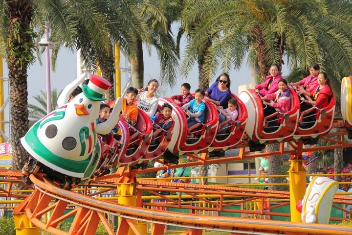 劍湖山世界推出2月27日至2月29日連假期間,12歲以下兒童憑證免費入園。劍湖山世界/提供