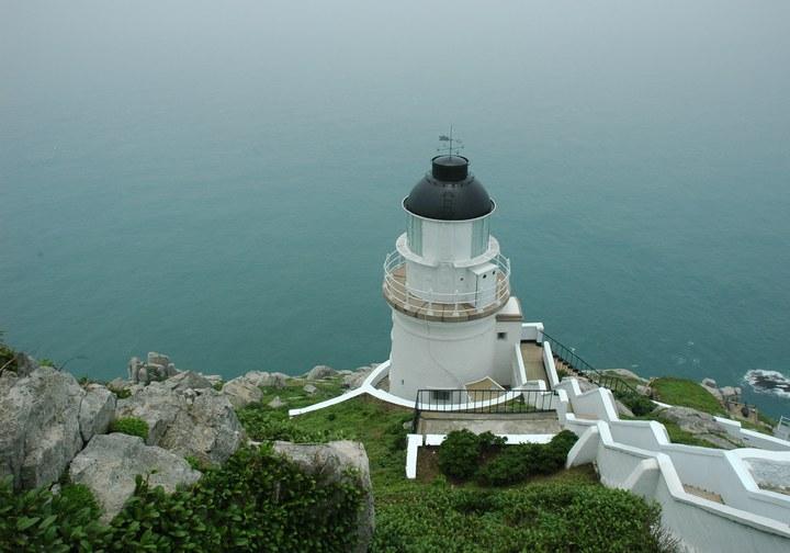 航港局主管的東引島(東湧)燈塔晉升為國定古蹟。 照片由航港局提供