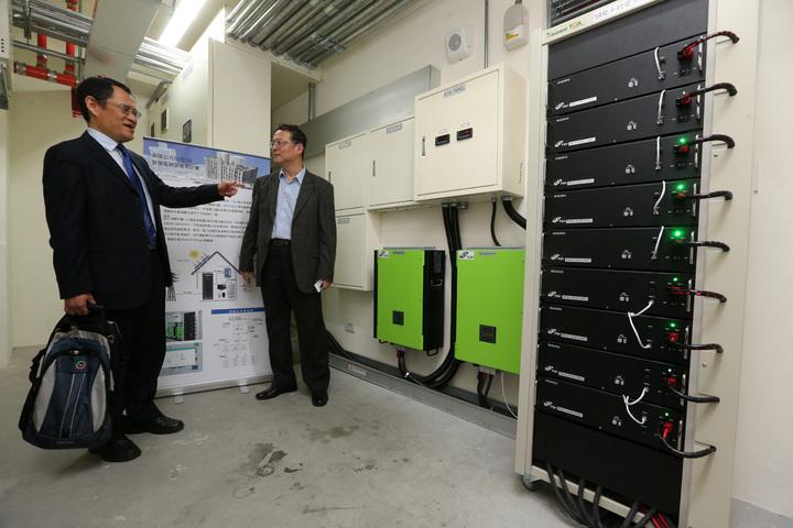 興隆公共住宅1區完成智慧微電網,電池儲能系統。記者胡經周/攝影