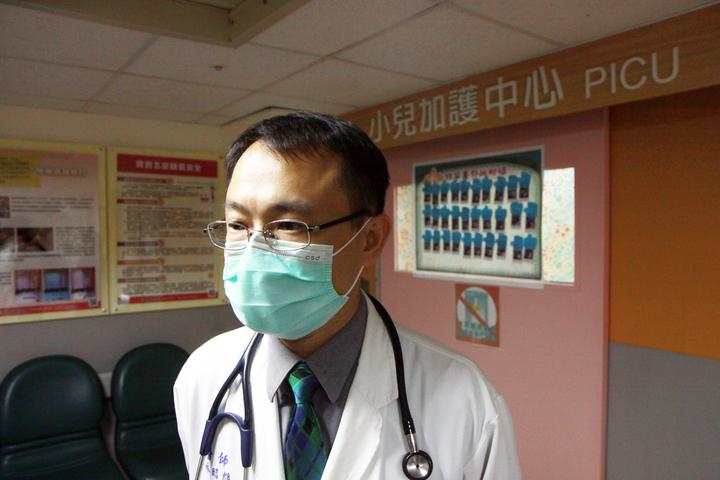 新竹馬偕醫院小兒加護中心主任林昭旭今上午為小女童病情做說明。記者王敏旭/攝影