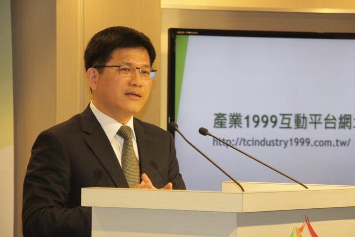 台中市長林佳龍宣布今啟用「台中市產業1999互動平台」。記者陳秋雲/攝影