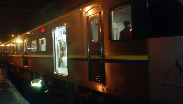 台鐵楊梅段意外中一名男子當場被撞死亡,屍體還卡在火車下。記者張雅婷/翻攝