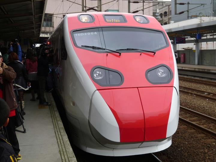 台鐵局配合增購四組新自強號(普悠瑪及太魯閣)加入營運,預定自今年4月21日(星期四)起增開班次。  記者楊文琪/攝影