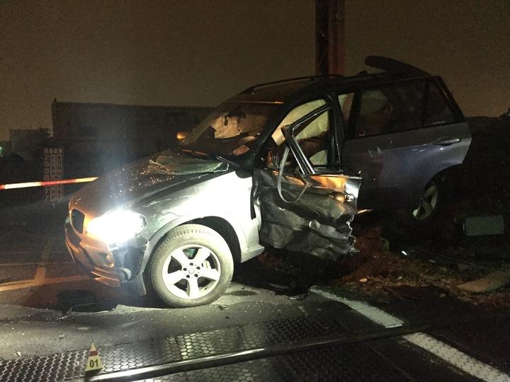 永康東橋七街區間車撞自小客車。記者綦守鈺/攝影