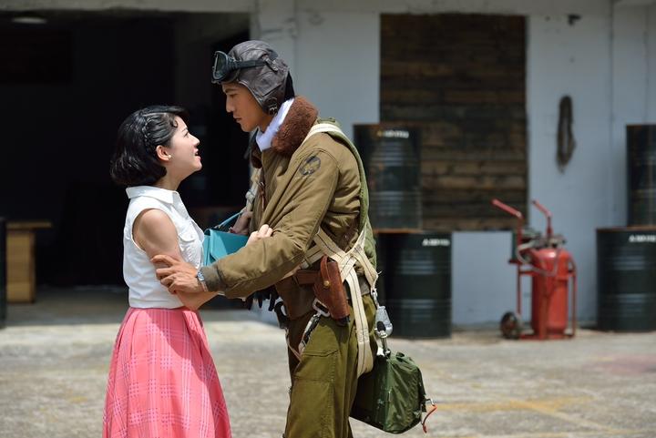 鍾承翰(右)演「一把青」對連俞涵有偏執的感情。圖/公視提供