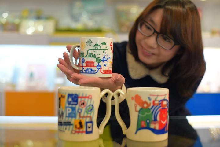 慶祝通車20周年,台北捷運公司推出精心設計的紀念商品。圖/台北捷運公司提供