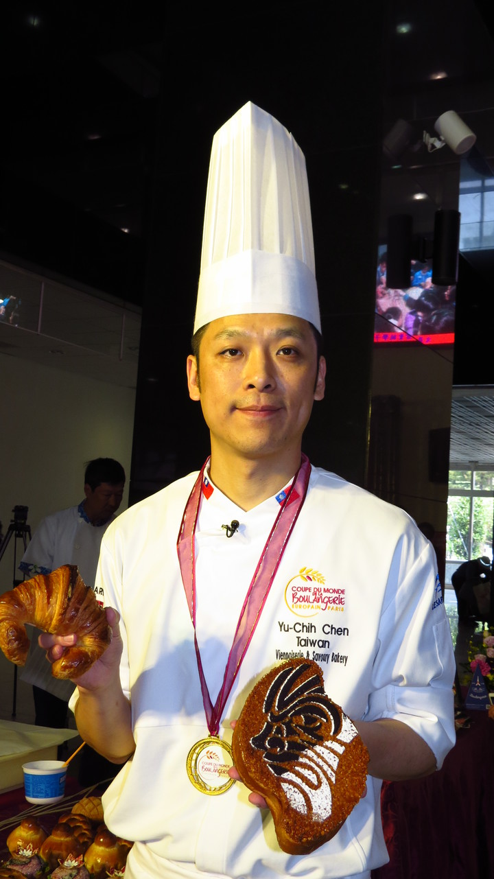 2016年法國世界麵包賽亞軍選手陳有誌半路出家,他分享經驗,勉勵有志烘焙工作要有夢想並能夠堅持。記者范榮達/攝影