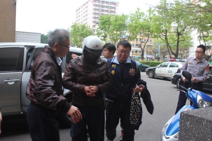 涉嫌縱火導致6死命案的湯景華已被移送到新北地檢署複訊。記者袁志豪/攝影