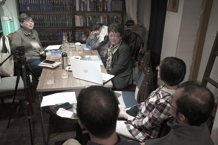 內容平台「內容力」兼顧文字、影像,與各方團隊合作台裔日本作家陳舜臣三部曲,出書也拍紀錄片、劇情片。圖為團隊訪問 兵庫縣立大學經濟學部國際經濟學科教授陳來幸。圖/陳思宇提供