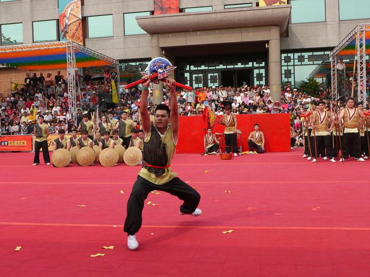臺南大學是去年的冠軍隊伍,初賽的展演內容受到觀眾高度關注。記者徐白櫻/攝影