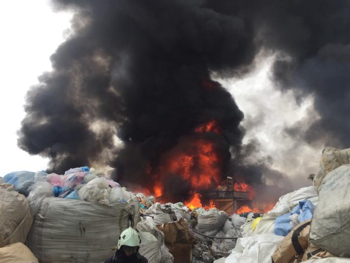 桃園市竹圍區發生工廠火警。圖/竹圍消防分隊提供