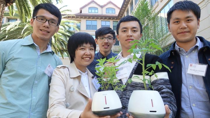 交大機械所團隊研發可促進人們溝通的植物盆栽「Potalk」,獲得心智組第三名。