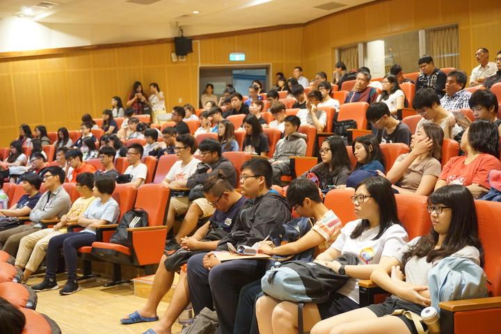 前行政院長游錫堃今天到宜蘭大學演講,分享推動綠色有機生活的經驗與心得,吸引逾200人到場聆聽。記者林縉明/攝影