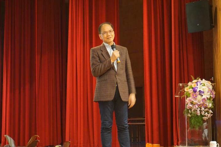 前行政院長游錫堃今天到宜蘭大學演講分享推動綠色有機環境的經驗與心得,勉勵年輕人一同加入有機推廣的行列。記者林縉明/攝影