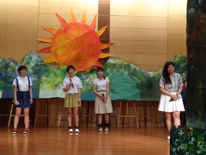 嘉中美術班學生以自創曲吟唱余光中詩作「阿里山讚」。記者魯永明/攝影