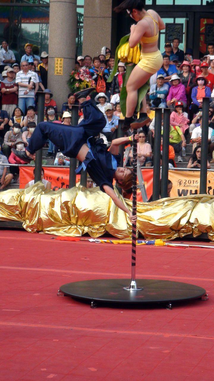 拿下第二名的台北市立大學,在宋江陣中融入鋼管與變臉秀,別出新裁。記者王昭月/攝影
