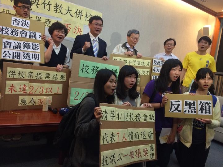 清大師生反對清大與竹教大合併,到立法院陳情。記者丘采薇/攝影