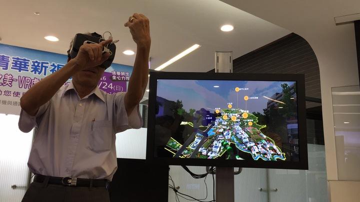 揮揮手就能遊覽校園,清大資工系團隊開發全新虛擬實境體驗。記者蔡昕穎/攝影