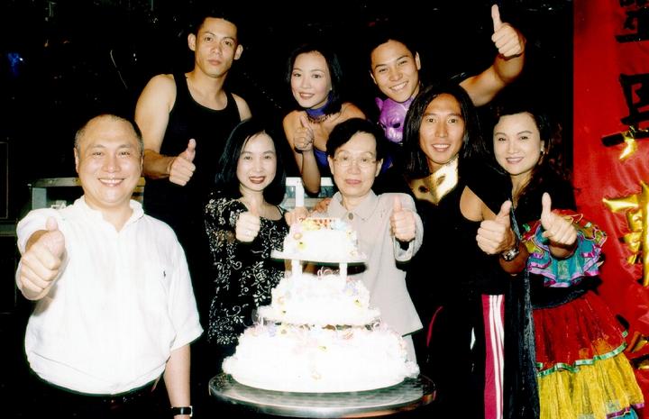華視前節目經理阿嬤(前排右三)過世,圈內人哀悼。圖/華視提供