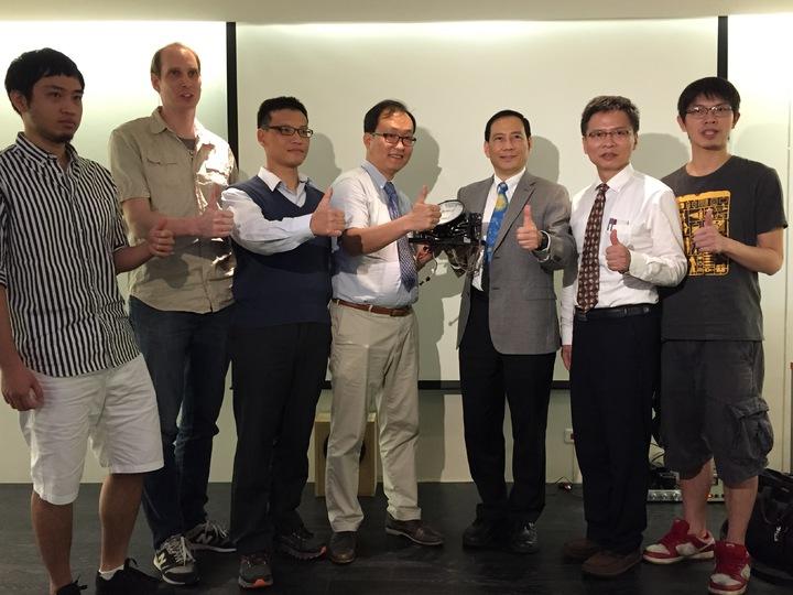 台灣約有10人參與UFFO跨國團隊,今多位參與學者出席記者會,一同見證升空喜悅。記者洪欣慈/攝影