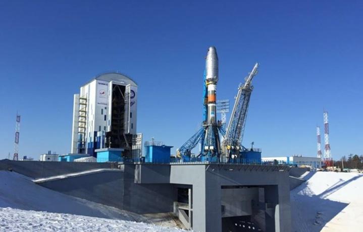 安裝於火箭上的羅蒙諾索夫衛星等待升空過程。圖/台大提供