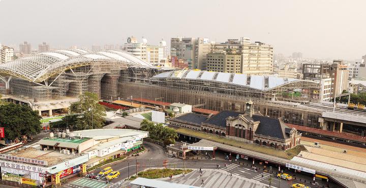 台中市火車新站預計106年完工,站前廣場開發在即,市府欲依市價收購國光客運土地(左下角),目前雙方價格談不攏,協調未果。圖/台中市新聞局提供