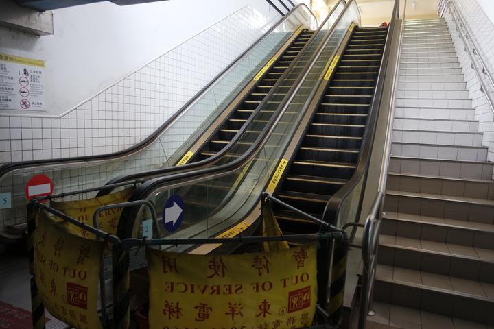 花蓮車站手扶梯今早傳出故障,造成8名乘客受傷。記者王思慧/攝影