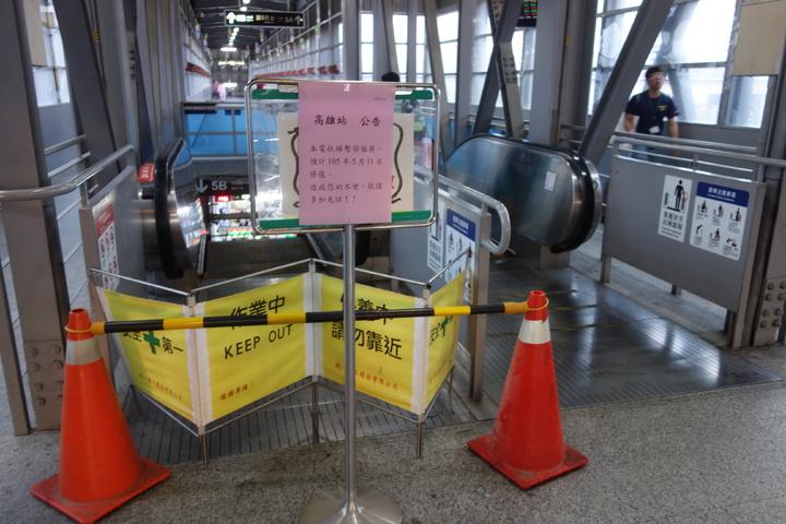 台鐵高雄站第五月台電扶梯故障異常,今天下午電扶梯測試運轉,為求謹慎尚未開放通行。記者劉星君/攝影