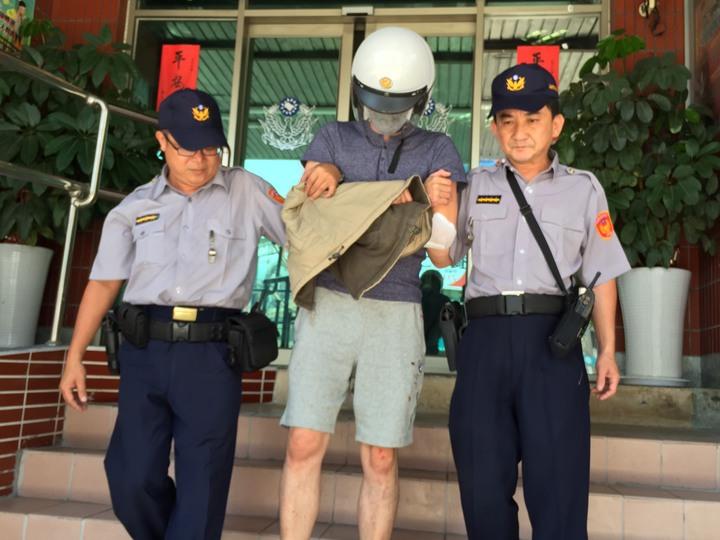 警方將林姓酒駕肇事男子移送地檢署。記者陳維鈞/攝影