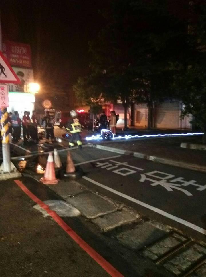消防局趕至臺鐵桃園埔心站,火勢不到1小時撲滅。記者鄭國樑/翻攝