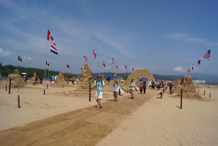2016福隆國際沙雕藝術季今天正式登場,由全球13國、24名好手一同創作。記者曾健祐/攝影