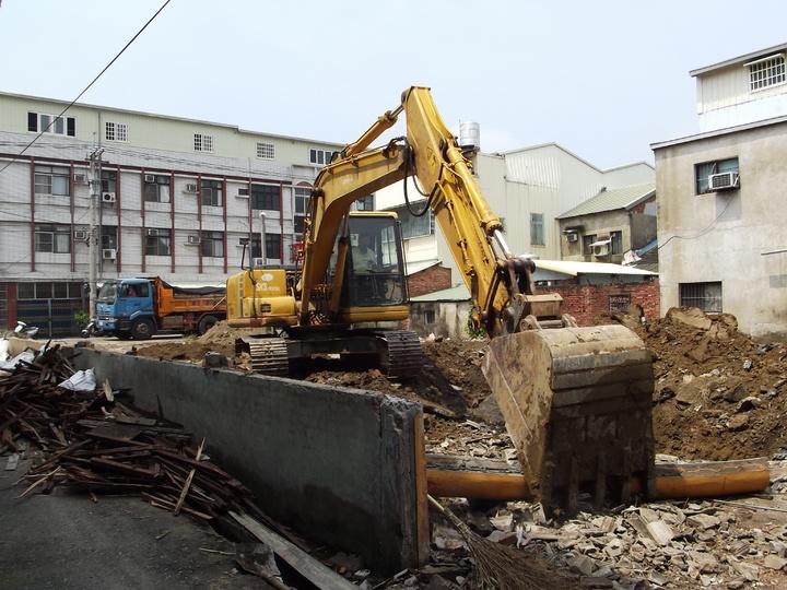 大林鎮東亞(仁山)戲院拆除,也是早年雲嘉地區娛樂業重要地標的消逝。記者謝恩得/攝影