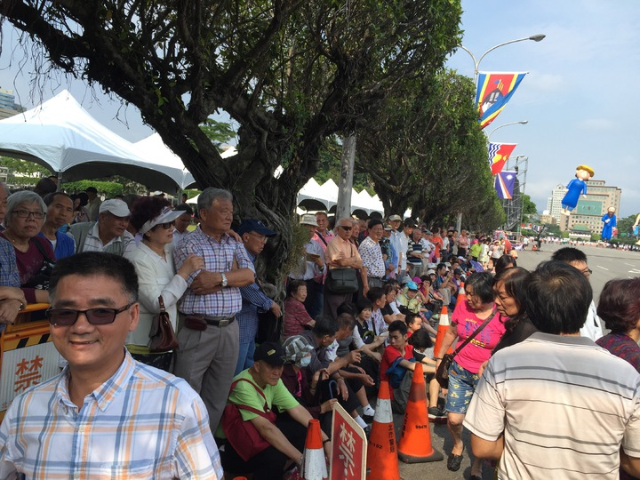 520就職典禮預演圍觀民眾。記者許家瑜/攝影