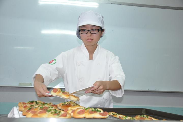 君毅中學餐飲科學生宋家華用心學習,統測成績670分,是今年桃竹苗區榜首。記者張裕珍/攝影