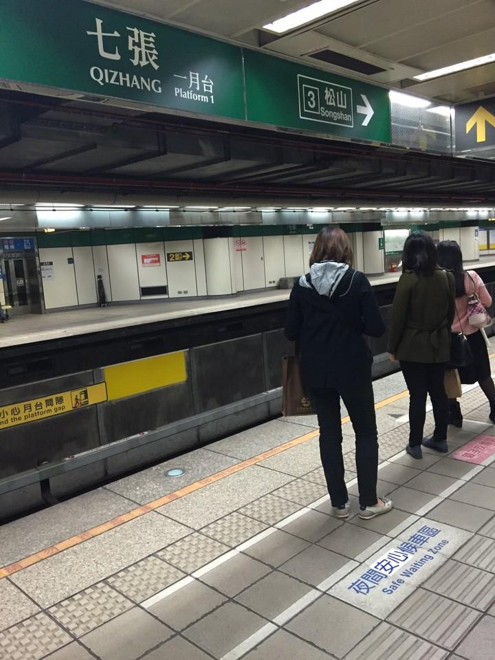 台北捷運將夜間婦女候車區改為夜間安心候車區。圖/北捷提供