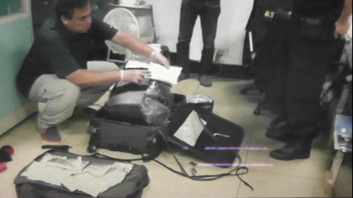 託運行李箱內夾藏毒品安非他命4300公克。記者劉星君/翻攝